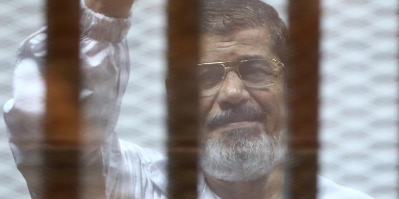 Mantan presiden Mesir Mohammed Morsi, Selasa (21/4/2015), dijatuhi hukuman penjara 20 tahun karena dianggap terbukti membunuh dan menyiksa pengunjuk rasa pada 2012.