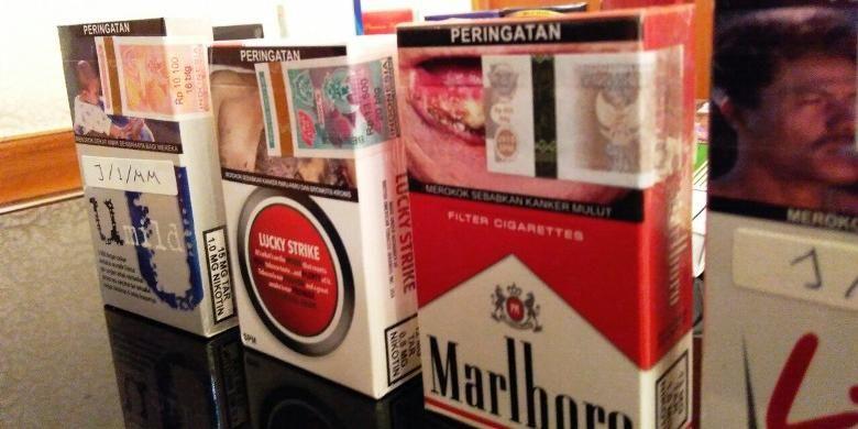 Contoh bungkus rokok bergambar seram yang ditutup pita cukai.