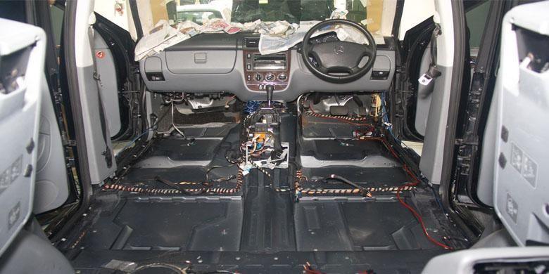 Pemasangan Peredam di Kabin Mobil