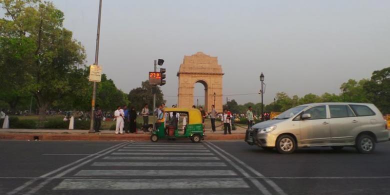 Jalan raya di New Delhi, India.