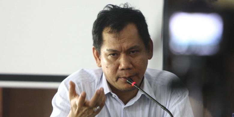 Ketua Tim Ahli Menteri PAN-RB, Indra Jaya Piliang menjadi pembicara pada rilis hasil survei Kelompok Studi Mahasiswa Eka Prasetya UI, di gedung Pasca Sarjana UI, Jakarta Pusat, Kamis (28/5/2015). Survei rapor awal tahun yang bertemakan Menakar kinerja Jokowi-JK dalam evaluasi mahasiswa UI, menghasilkan kinerja pemerintahan Jokowi masih rendah dan lebih dari 70 persen responden menginginkan menteri yang kinerjanya tidak baik harus diganti.