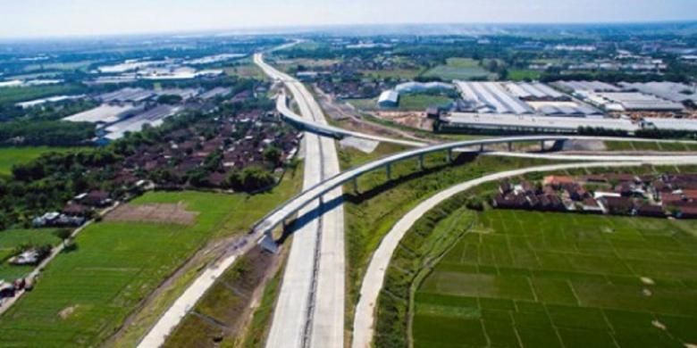 Jalan Tol Gempol-Pandaan sepanjang 13,61 kilometer diresmikan Presiden Republik Indonesia Joko Widodo, Jumat (12/6/2015).