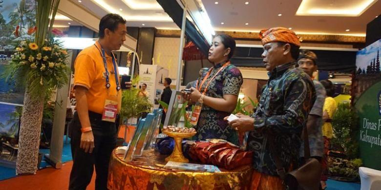 Bali and Beyond Travel Fair (BBTF) 2015 di Bali Nusa Dua Convention Center, Nusa Dua, Kamis (11/6/2015). BBTF berlangsung hingga Sabtu (13/6/2015). BBTF adalah acara pameran pariwisata tahunan yang bertujuan untuk meningkatkan promosi pariwisata nusantara dengan membawa pembeli potensial dan pelaku bisnis pariwisata Indonesia dalam satu forum