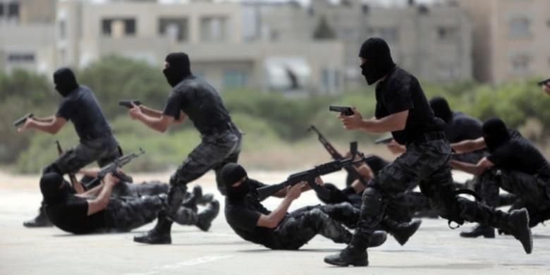 Pasukan khusus Hamas sedang berlatih di Jalur Gaza.