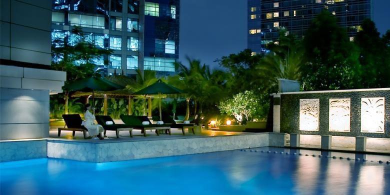 kolam renang di JW Marriott Hotel Jakarta