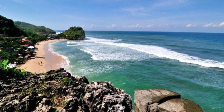 Pantai Pulang Sawal atau Pantai Indrayanti di Kabupaten Gunungkidul, DI Yogyakarta.