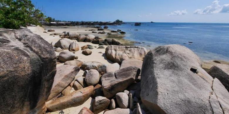Pantai Trikora di Desa Malang Rapat, Kecamatan Gunung Kijang, Pulau Bintan, Provinsi Kepulauan Riau.