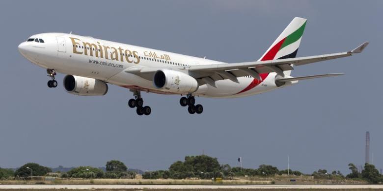 Salah satu pesawat terbang milik maskapai penerbangan Emirates Airlines.