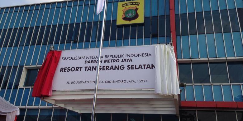 Papan nama tempat sementara Polres Tangerang Selatan yang diresmikan Kapolda Metro Jaya Inspektur Jenderal Polisi Tito Karnavian bertempat di gedung Universitas Pembangunan Jaya, Jalan Boulevard Bintaro, Tangerang Selatan, Rabu (19/8/2015).