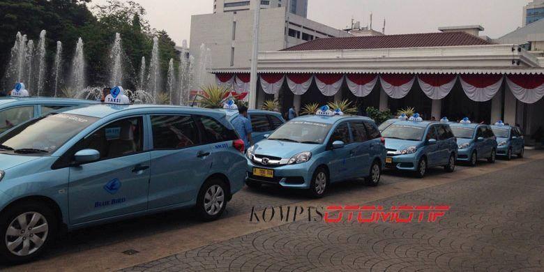 Blue Bird dengan unit Honda Mobilio