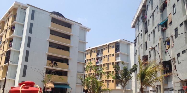 Rumah susun sederhana sewa (rusunawa) Waduk Pluit atau yang lebih dikenal dengan nama rusunawa Muara Baru, Penjaringan, Jakarta Utara.