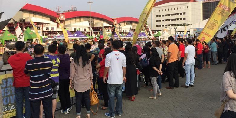 Suasana outdoor JI Expo, Kemayoran, dalam IIMS 2015, Sabtu (29/8/2015).