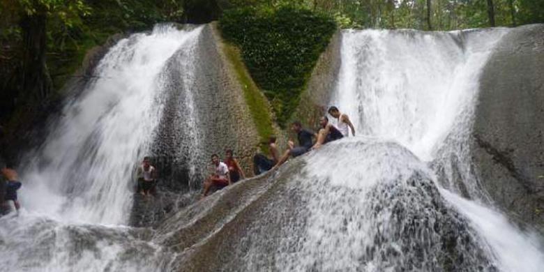 Air Terjun Tujuh Bidadari di Aceh Utara, Provinsi Aceh.