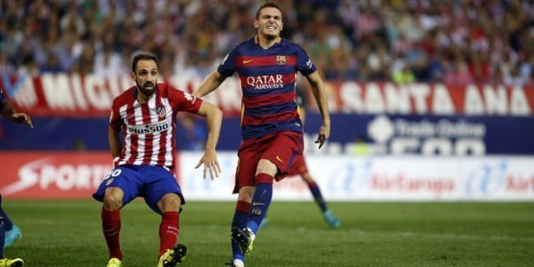Bek Barcelona, Thomas Vermaelen (kanan).