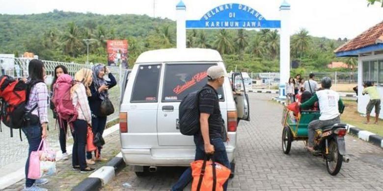 Wisatawan berdatangan ke Karimunjawa.