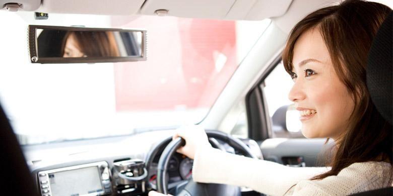 Ilustrasi mengemudikan mobil di Jepang/