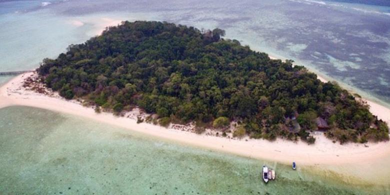 Pulau Derawan di Kalimantan Timur.