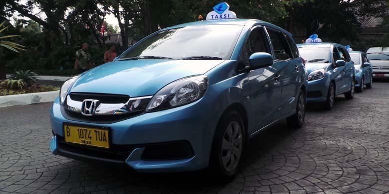 Taksi reguler jenis Multi Purpose Vehicle (MPV) Honda Mobilio yang diluncurkan PT Blue Bird Tbk.