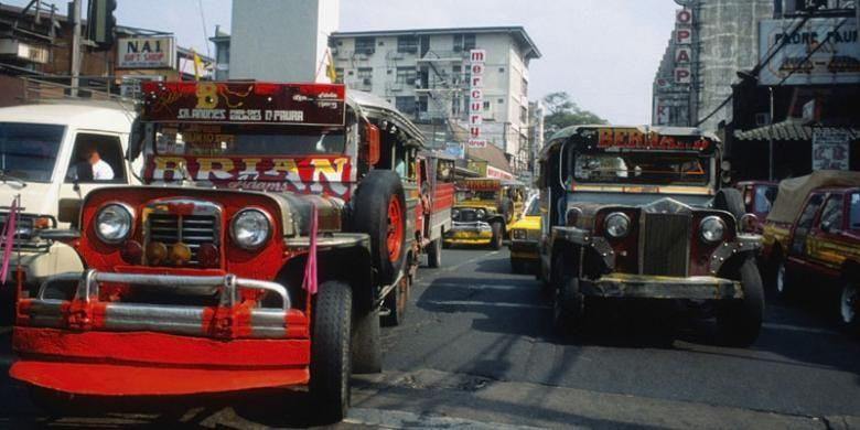 Jeepney di Kota Manila, Filipina.