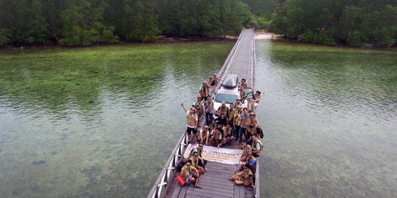 Pulau Maratua di Kabupaten Berau, Kalimantan Timur.
