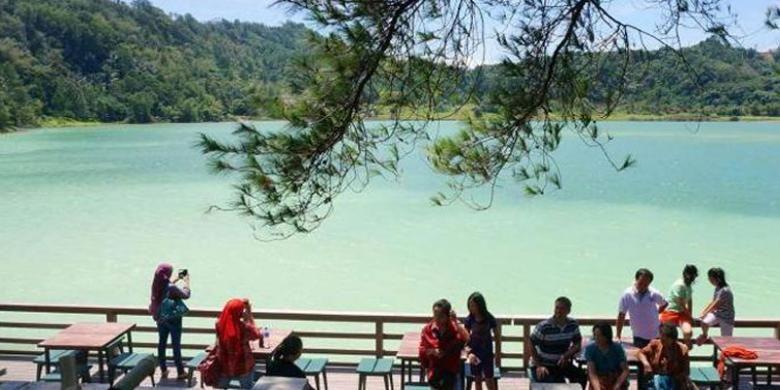 Pesona Danau Linow di Kota Tomohon, Sulawesi Utara.