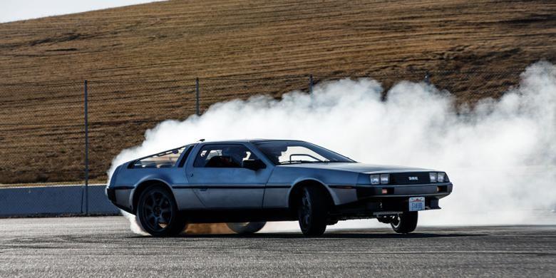 Mobil dari film Back to the Future, DeLorean DMC-12, dirancang peneliti Stanford University, California, Amerika Serikat, jadi berteknologi otonomos dan bisa drifting.