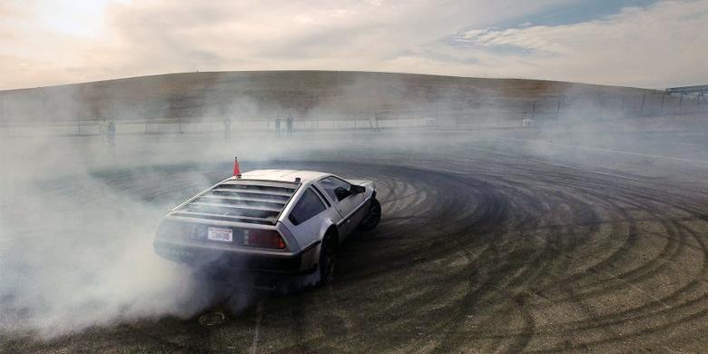 DeLorean DMC-12 berteknologi otonomos dan bisa drifting.