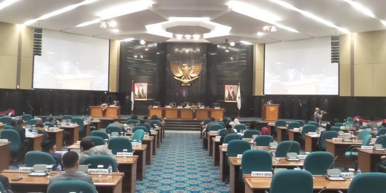 Rapat paripurna pengesahan peraturan daerah tentang kepariwisataan di Gedung DPRD DKI Jakarta, Jumat (30/10/2015).