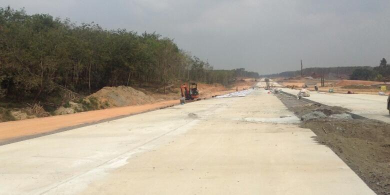 Proyek Jalan Tol Terbanggi Besar-Bakauheni, Lampung. Gambar diambil Jumat (6/11/2015).