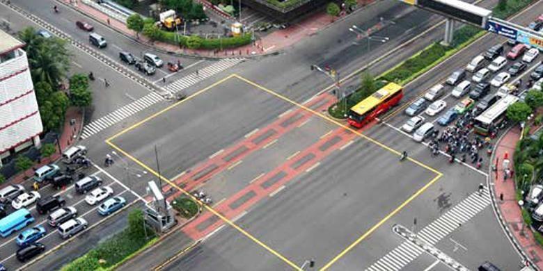 Yellow Box Junction di Persimpangan Sarinah.