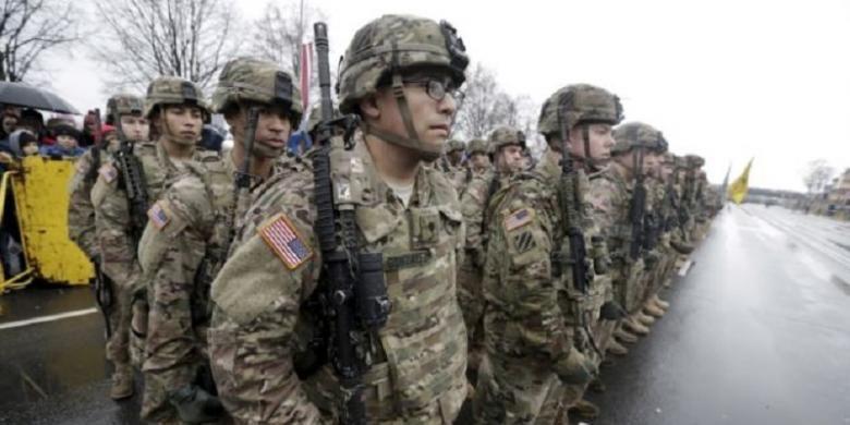 Militer AS berbaris pada November 2015.