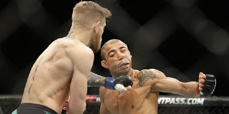 Pukulan Conor McGregor yang menjatuhkan Jose Aldo Junior