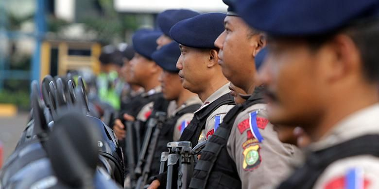 Ilustrasi pengamanan Natal: Mabes Polri menggelar apel gelar pasukan Operasi Lilin 2015 untuk pengamanan Natal dan Tahun Baru 2016, di lapangan Polda Metro Jaya, Jakarta, Rabu (23/12/2015).
