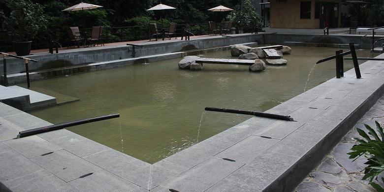 VIP Pool, salah satu kolam rendam kaki bertema Jepang di Maribaya Natural Hot Spring Resort, Bandung.