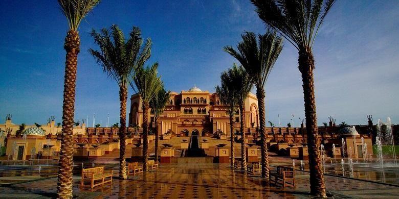 Emirates Palace merupakan hotel mewah berbintang tujuh yang berlokasi di Abu Dhabi, UEA dan dimiliki oleh pemerintah kota Abu Dhabi.