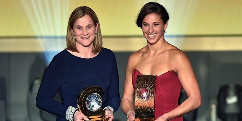 Jill Ellis dan Carli Lloyd didaulat menjadi pelatih dan pemain putri terbaik di FIFA Ballon dOr 2015, Seniin (11/1/2016).