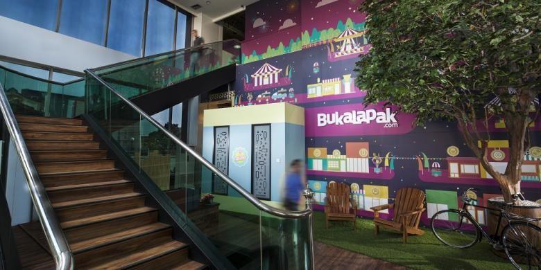 Lantai dasar sekaligus lobi kantor baru situs belanja online Bukalapak.com. Gambar diambil pada Selasa (12/1/2016).