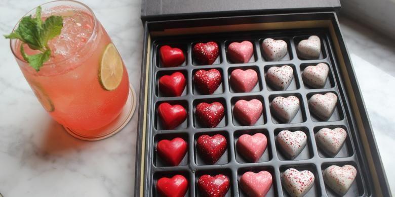 Promo Cokelat Valentine yang ditawarkan Cacaote dalam bentuk box, Selasa (2/2/2016). Banyak produsen berlomba-lomba untuk membuat kemasan produk yang efektif menarik minat pelanggan.