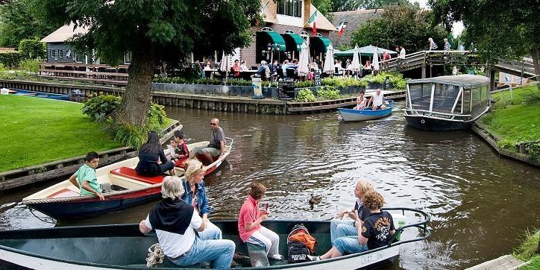 Desa tanpa jalan raya di Giethoorn, Belanda.