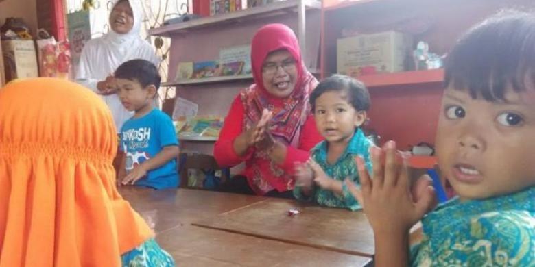 Kegiatan yang ada di Pos Paud Desa Pandes. Tempat ini menjadi satu dengan balai desa dan Baby Cafe, yang tujuannya membuat tumbuh kembang bayi menjadi terhindar dari stunting. Selasa (16/2/2016).