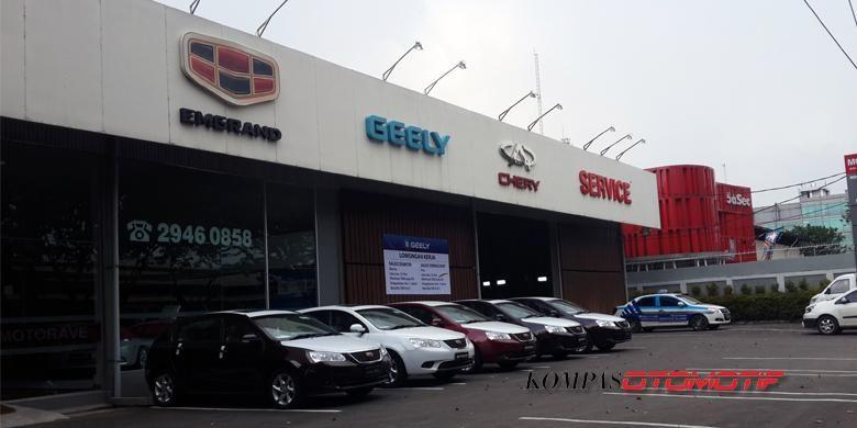 Diler mobil merek China di kawasan Sunter, Jakarta Utara.