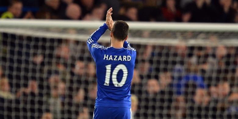 Eden Hazard memberikan tepuk tangan kepada suporter setelah partai Chelsea kontra Watford pada lanjutan Premier League di Stadion Stamford Bridge, 26 Desember 2015.