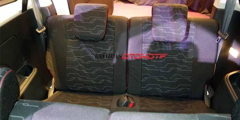 Jok baris ketiga di varian Rush TRD Sportivo Ultimo lengkap dengan sabuk pengaman.