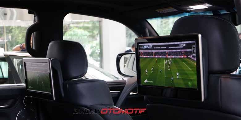 Dua layar monitor di kabin All-New Lexus LX 570.