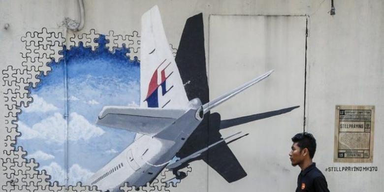 Sebuah mural untuk mengenang tragedi hilangnya Malaysia Airlines MH370 di pinggiran kota Kuala Lumpur, Malaysia.