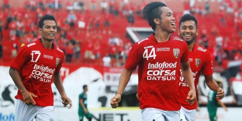 Ekspresi pemain Bali United, I Gede Sukadana, seusai mencetak gol ke gawang Persija Jakarta, pada pertandingan lanjutan penyisihan Grup B Torabika Bhayangkara Cup, Senin (21/3/2016).