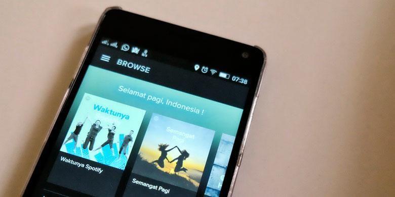 Tampilan aplikasi streaming musik Spotify di ponsel Android saat diakses di hari peluncuran perdananya di Indonesia, Rabu (30/3/2016).