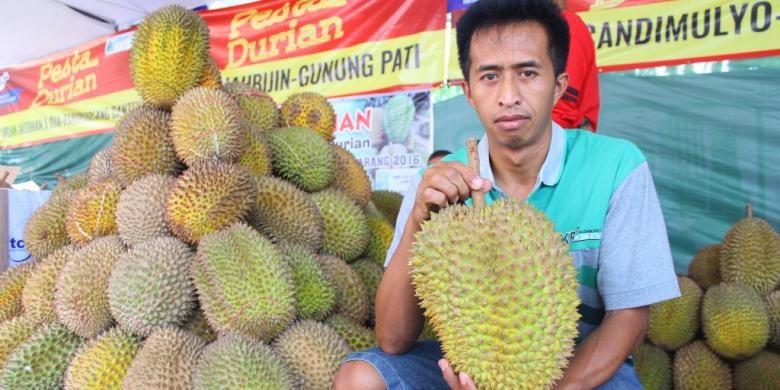 Durian kumbokarno berasal dari Magelang, tepatnya Desa Candi Mulyo.