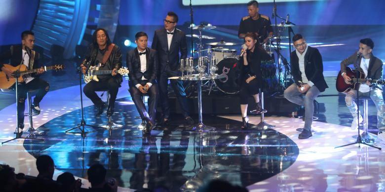 Pasha, Makki, Onci, Enda dan Roman saat tampil di SCTV Music Awards, Kamis (28/4/2016).