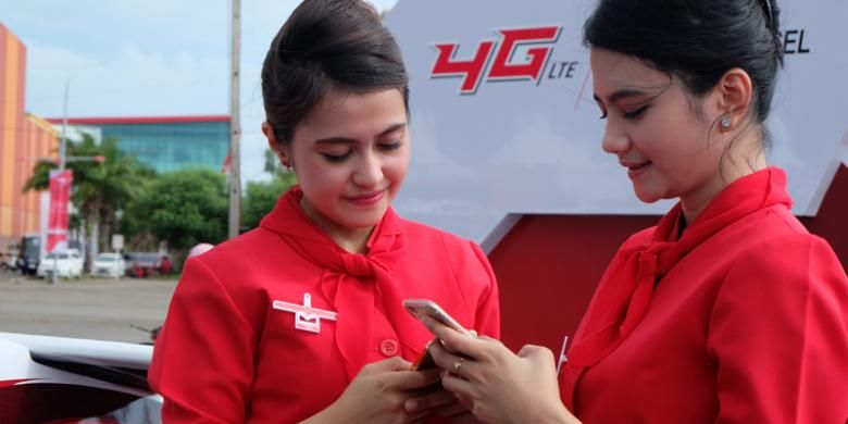 Ilustrasi pengguna smartphone 4G Telkomsel.